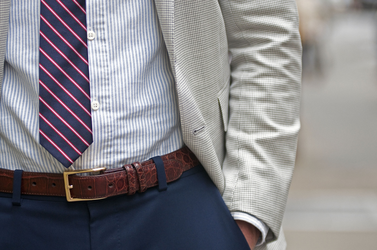 Proper Tie Length Guide For Professional Gentlemen