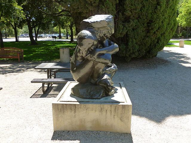 Fallen Caryatid with Stone | © Emw/WikiCommons