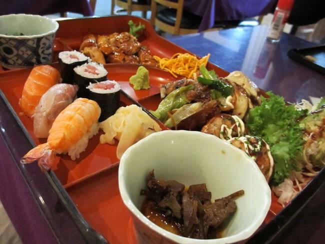 Assorted Japanese Food | © WikiCommons jwalsh