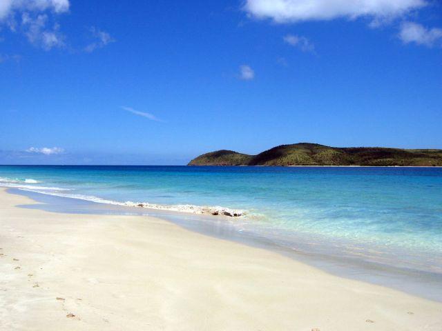Zoni beach - to the north - Culebra   © Bryan Vincent/Flickr