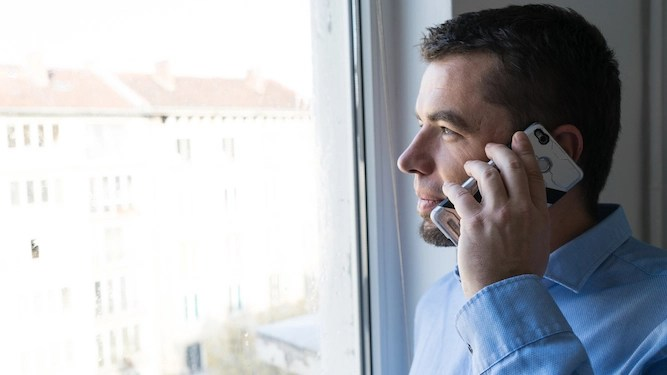 Man on hold for 20 minutes locked into high-stakes game of chicken