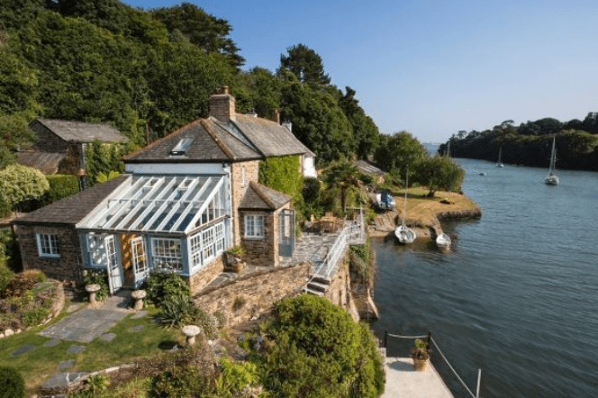 6 Of The Best British Homes By The Sea Gentleman S Journal