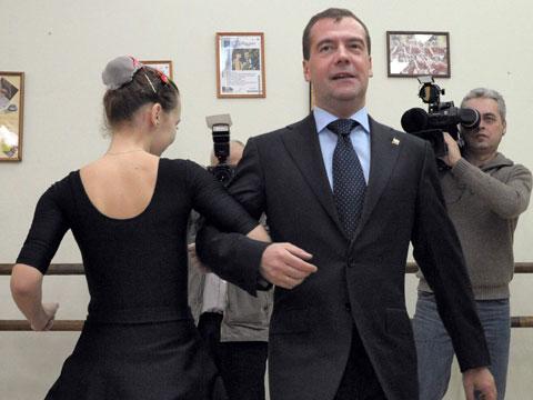 Dmitry Medvedev shows off his dancing skills - video ...