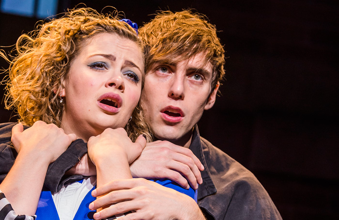 Jamie Steele Jason Dean et Carrie Hope Fletcher dans Heathers the Musical. Photo: Tristram Kenton