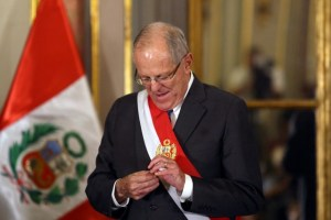 Peru's President Pedro Pablo Kuczynski attends the swearing-in ceremony of new Interior Minister Vicente Romero at the government palace in Lima, Peru December 27, 2017. Credit: Reuters/Guadalupe Pardo
