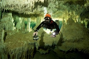 A scuba diver measures the length of Sac Aktun underwater cave system as part of the Gran Acuifero Maya Project near Tulum, in Quintana Roo state, Mexico January 24, 2014. Picture taken January 24, 2014. Credit: Handout via Reuters/ Herbert Mayrl/Courtesy Gran Acuifero Maya Project (GAM)