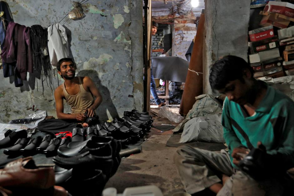 Shoe-makers work in an underground workshop in Agra, India, June 9, 2017. Credit: Reuters/Cathal McNaughton