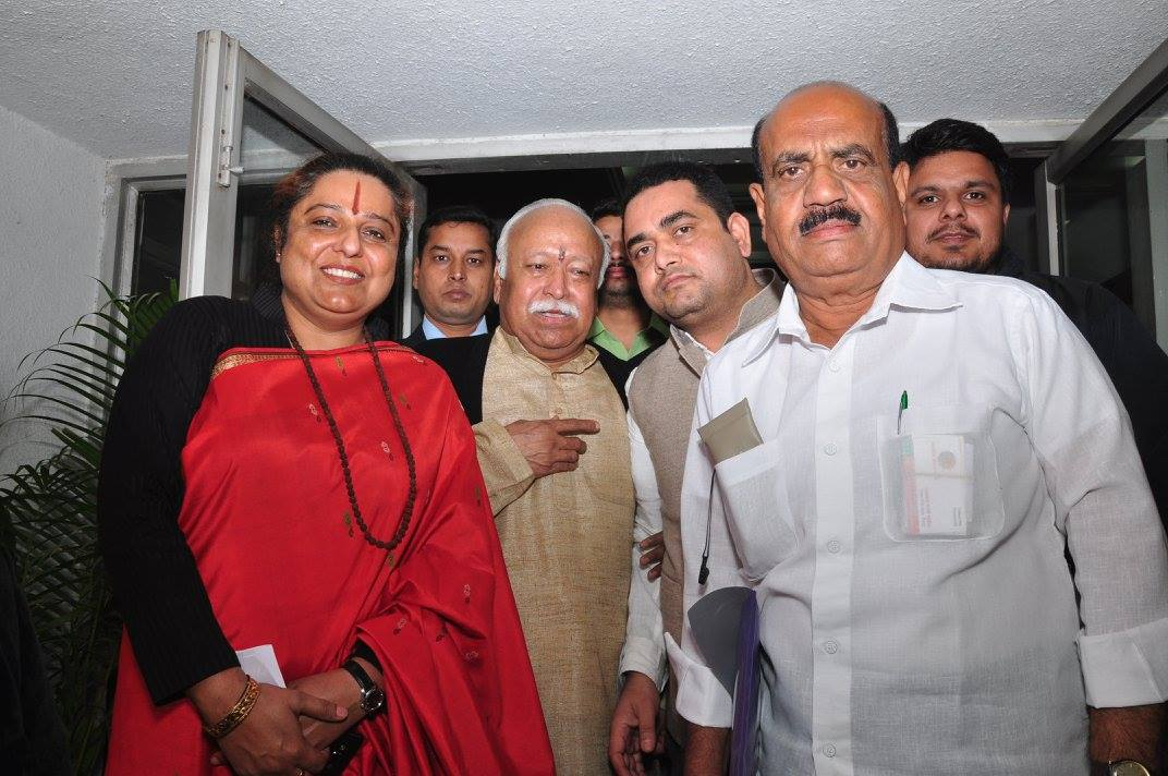 CPDHE director Gita Singh with RSS chief Mohan Bhagwat at an event organised by Indresh Kumar, seen in the photo on the right. Credit: vishwagram Facebook page