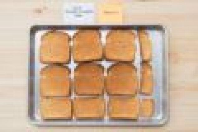 Девять кусочков равномерно поджаренного тоста из духовки столешницы для гурманов.