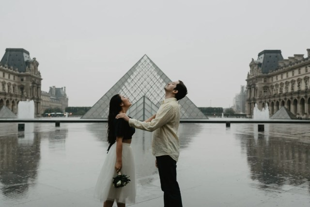 Couple under the rain Pyramid Louvre Museum Paris Photography