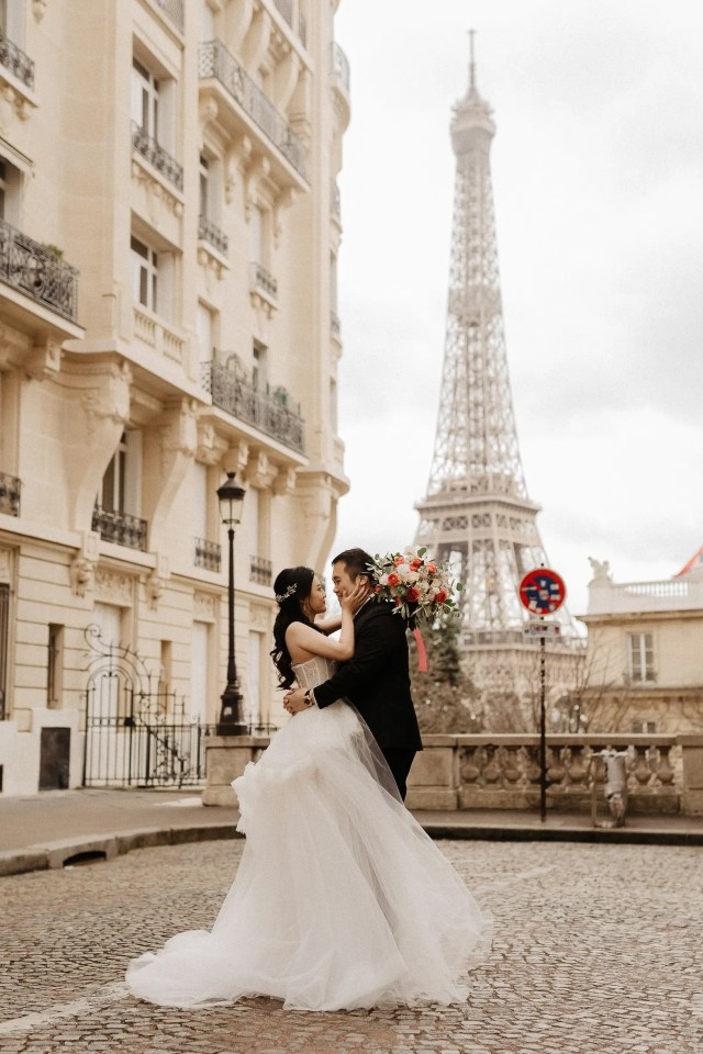 Paris pre-wedding photographer Eiffel tower