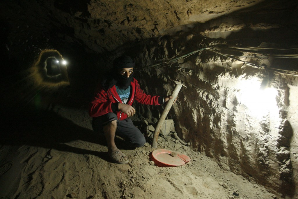 Palestinian workers pray inside a smuggling tunnel between Sinai and Rafah, April 3, 2013 (Wissam Nassar/Flash90)