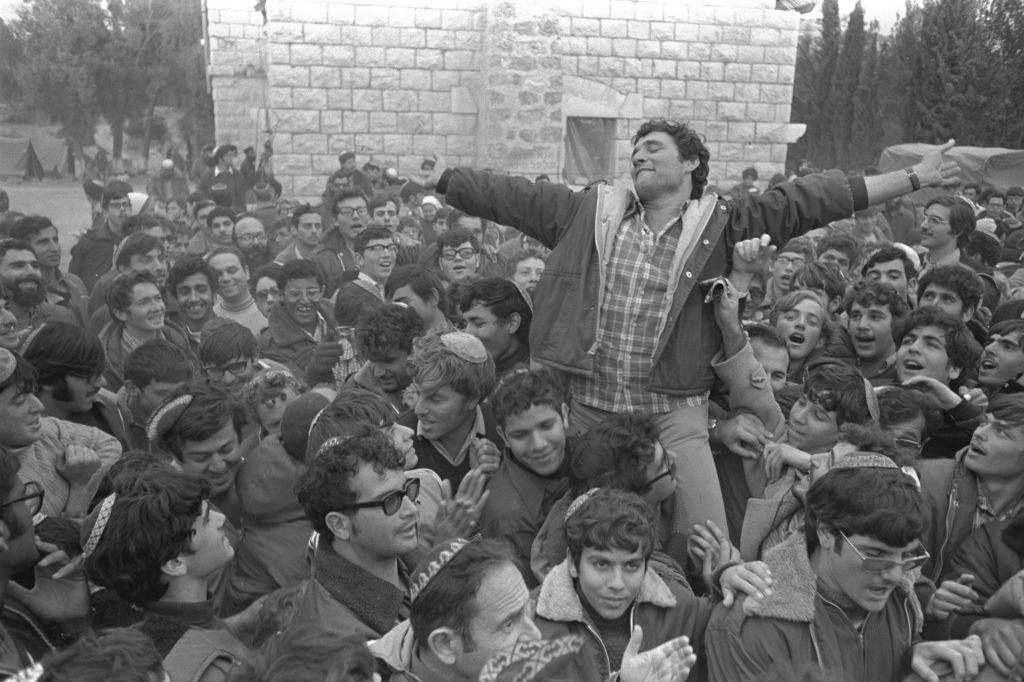 Hanan Porat à Sebastia, en 1975. (Crédit : Moshe Milner/GPO)