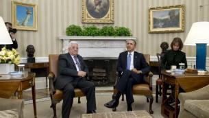 Le président américain Barack Obama et le président de l'Autorité palestinienne Mahmoud Abbas en réunion à la Maison Blanche à Washington (Crédit : Saul Loeb/AFP)