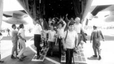 Otages libérés après l'opération Entebbe (Crédit : archives de Tsahal)