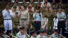 L'orchestre de Tsahal et les chanteurs de différents groupes de l'armée en spectacle lors de la cérémonie en l'honneur des soldats exceptionnels à la résidence du président à Jérusalem le Jour de l'Indépendance, le 23 avril 2015 (Crédit : Miriam Alster / Flash90)