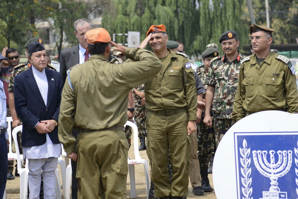 IDF officials and Nepalese officials in a closing ceremony of the Nepal field hospital on May 10, 2015