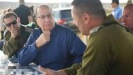Le ministre de la Défense Moshe Yaalon pendant un exercice d'entraînement, le 7 mai 2015 (Crédit photo: Diana Hananshvili / Ministère de la Défense)