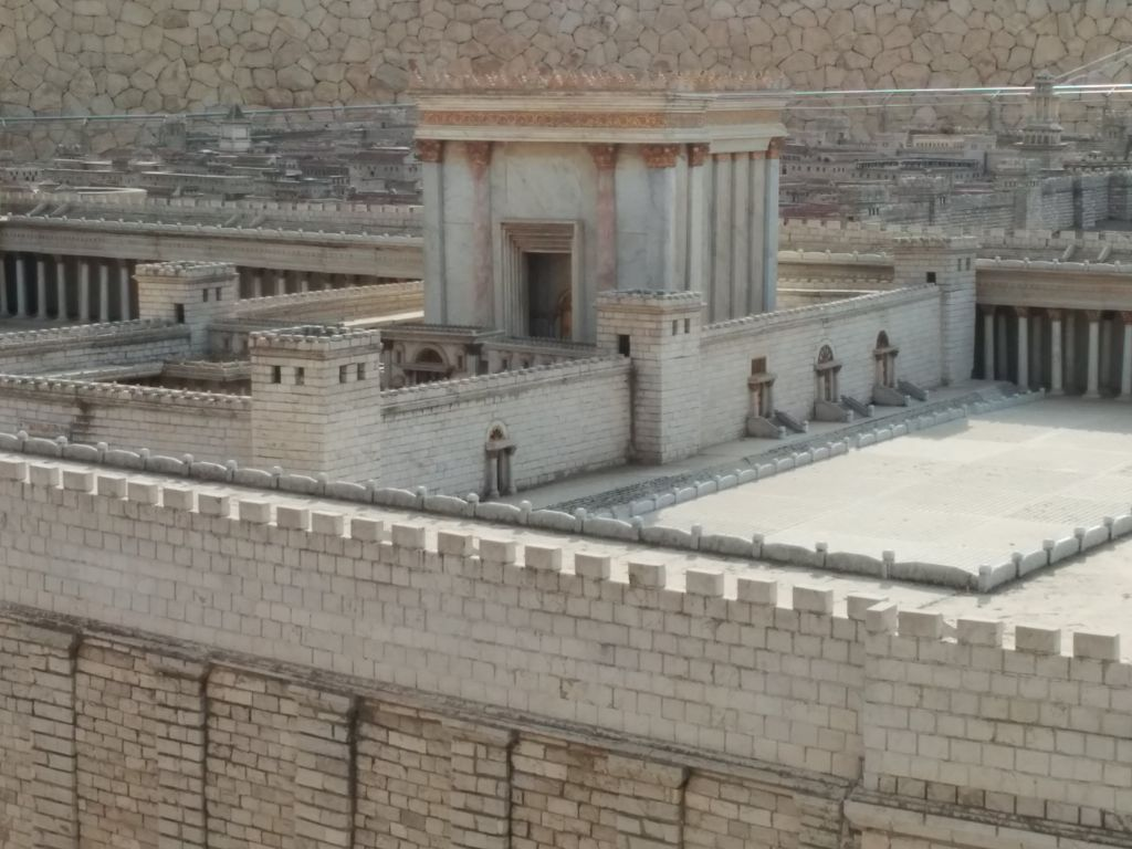 "The Israel Museum's Second Temple Model. The ""soreg,"" a fence partitioning the complex, can be seen to the right of the sanctum, beside the steps. (Ilan Ben Zion/Times of Israel staff)"