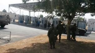 Le checkpoint de Jénine où un adolescent palestinien a tenté de poignarder des agents de sécurité israéliens avant d'être abattu le 24 octobre 2015 (Crédit : Ministère israélien de la Défense)