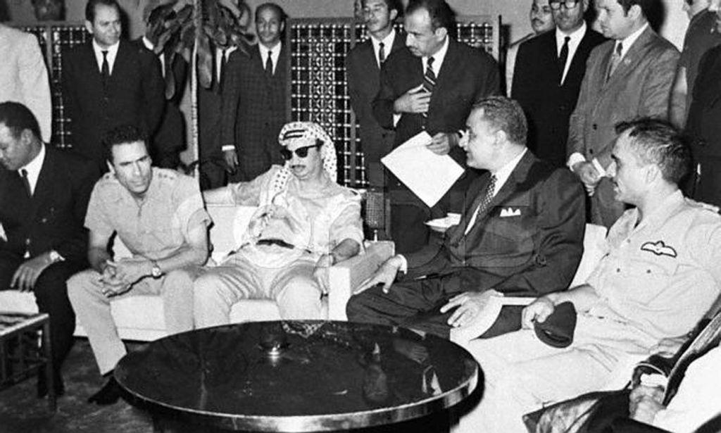 Le roi Hussein, à l'extrême droite, aux côtés de Gamal Abdel Nasser, Yasser Arafat et Mouammar Kadhafi en 1970 (Crédit : Autorité palestinienne via Abed Rahim Khatib/flash 90)