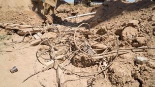Un tunnel terroriste du Hamas découvert par l'armée israélienne sous la frontière entre Gaza et Israël, le 5 mai 2016. (Crédit : unité des porte-paroles de l'armée isaélienne)