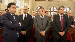 Patrick Klugman, Harlem Désir, François Fillon et Pierre Lellouche, lors de l'hommage rendu à Shimon Peres à la synagogue de la Victoire ce 29 septembre 2016. (Crédit : Glenn Cloarec/Times of Israël)