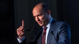Naftali Bennett, chef du parti HaBayit HaYehudi et ministre de l'Education pendant la conférence diplomatique du Jerusalem Post, à Jérusalem, le 23 novembre 2016. (Crédit : Miriam Alster/Flash90)