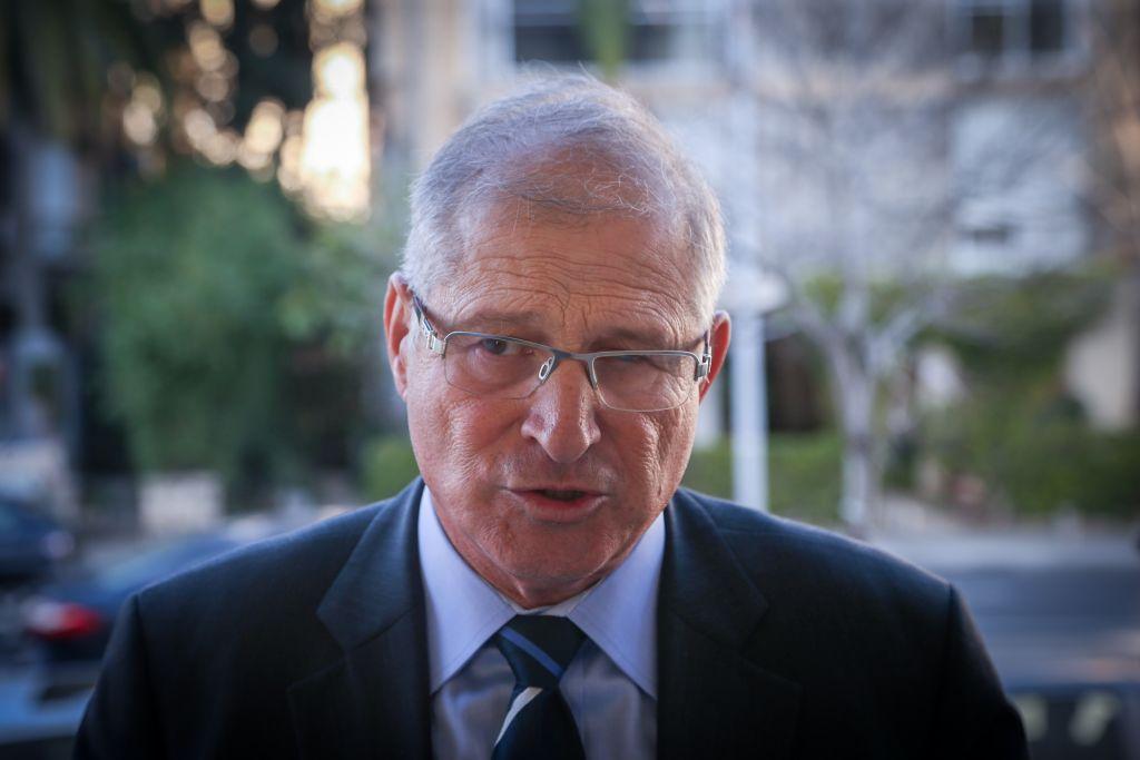 David Shimron, l'avocat personnel du Premier ministre Benjamin Netanyahu, pendant une conférence de presse du Likud à Tel Aviv, en février 2015. (Crédit : Flash90)