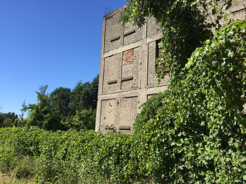 Un molino desaparecida en Karczew, donde una vez fue un campo de trabajos forzados nazi.  (Noah Lederman)