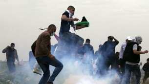 Palestinian demonstrators during Earth Day, in the village of Madama, south of Nablus, West Bank, 30 March 2017. (Credit: Jaafar Ashtiyeh / AFP) </a data-recalc-dims=