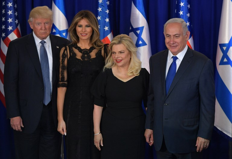 US President Donald Trump, first lady Melania Trump, Sara Netanyahu and Israel's Prime Minister Benjamin Netanyahu pose for pictures before an official diner in Jerusalem on May 22, 2017. US (AFP PHOTO / MANDEL NGAN)