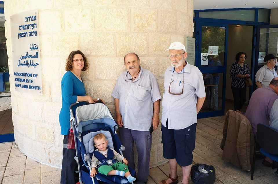 Three generations come to vote in the French presidential elections in Haifa, May 7, 2017. (Pierre-Simon Assouline)