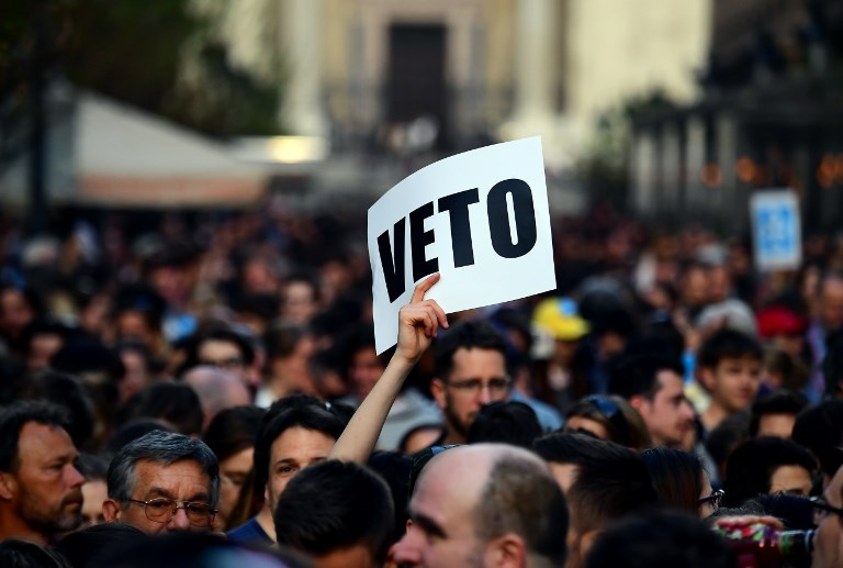This photo taken on April 4, 2017 shows students, teachers of the George-Soros founded Central European University and their sympathizers protesting in front of the university in Budapest. (AFP PHOTO / ATTILA KISBENEDEK)