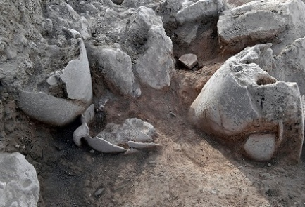 Jugs unearthed at the site of the ancient Jewish city Shiloh, July 2017. (Shiloh Association)