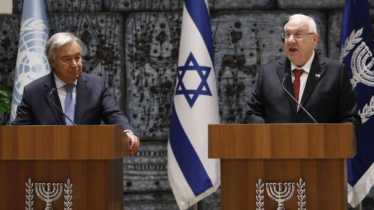 President Reuven Rivlin (R) and UN Secretary General Antonio Guterres speak to the press prior to their meeting at the President's Residence in Jerusalem on August 28, 2017. (AFP Photo/Gali Tibbon)