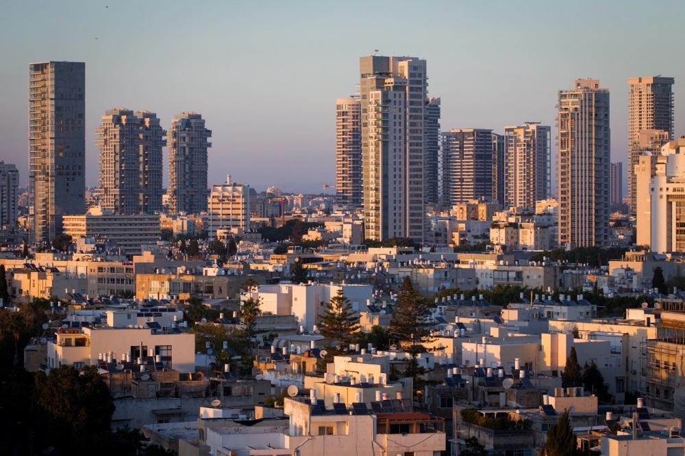 Le prix moyen d'un trois pièces à Tel Aviv est proche du million de dollars (Crédit : Miriam Alster/Flash90)