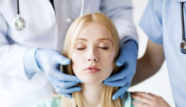 Ilustrasi dokter kecantikan. barrfacialplasticsurgery.com