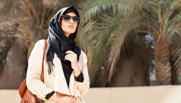 Ilustrasi busana muslim/fashion hijab/jilbab. Shutterstock.com