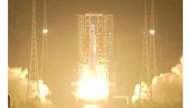 Cina Sukses Luncurkan Roket Canggih Long March 7