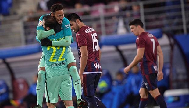 Barcelona Dapat Berkah Karena Vidal Cedera