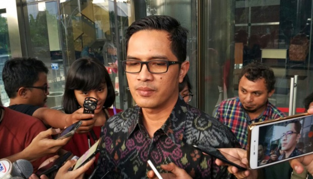 Juru bicara Komisi Pemberantasan Korupsi Febri Diansyah memberi keterangan terkait pemeriksaan Menteri Hukum dan HAM Yasonna Laoly dalam kasus korupsi pengadaan e-KTP di Gedung KPK, Jakarta, 3 Juli 2017. Tempo/ Arkhelaus W.