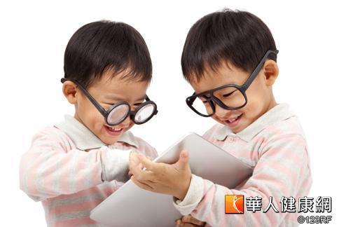 台灣國小學童近視率高,應從小就補充護眼營養素,避免近視危機。