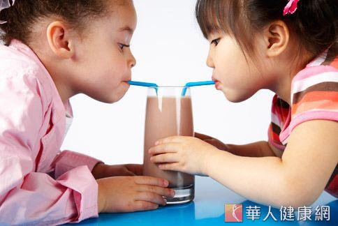 小朋友喝太多含糖飲料或冰沙,當心肥胖上身。