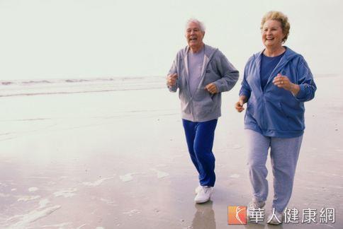維持每周3次、每次45分鐘的加強心肺有氧運動與重量訓練,可消除20%的內臟脂肪。