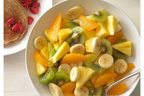 寶寶發燒吃香蕉可幫助補充營養,但體質偏虛腸胃不好的話則要避免。(圖片提供/99健康網)