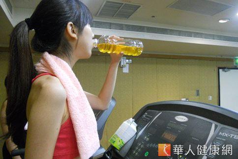 研究證實,慢跑後喝綠茶能有效緩解運動疲倦感。(照片/張世節攝影)