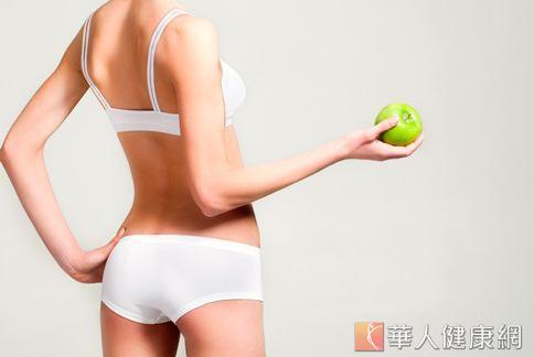 蘋果含有豐富果膠,可以幫助清除血管雜質,達到排毒效果。