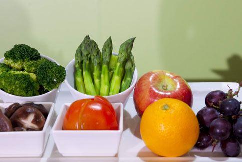 醫學界近年發現以蔬果、海鮮及堅果為主的地中海飲食較健康,長期食用不易有心臟病或中風風險。(圖片/本站資料照片)