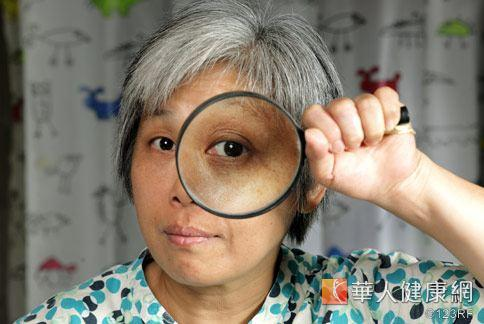 醫師強調,定期檢查眼睛是保護視力最重要方式之一,年長者更要注意。